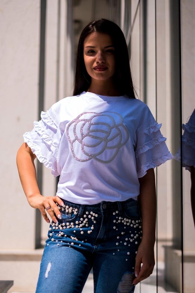 Бяла тениска с ръкави тип камбана с роза