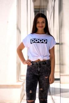 Бяла тениска с черно-бял надпис COCO