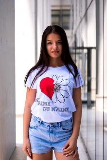 Бяла тениска със сърце и маргаритка